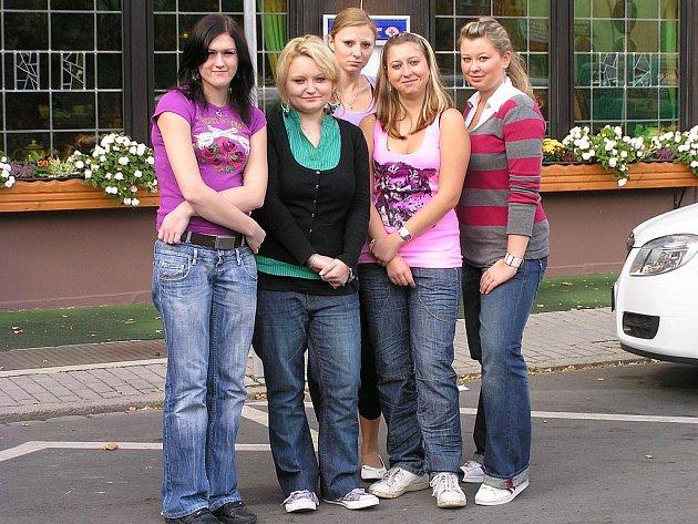 STUDENTKY LABSKÉ HOTELOVÉ ŠKOLY v Pardubicích strávily tři týdny na odborné stáži v německém městě Weiden.