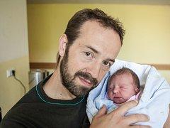 Rozárie Procházková se narodila 9. června v 19:56 hodin. Měřila 50 centimetrů a vážila 3190 gramů. Maminku Kláru u porodu podpořil tatínek Martin. Doma v Pardubicích na svého sourozence čekají ještě dva bratři Matouš (2) a Martin (5).