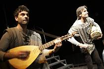 Úvod XI. ročníku Grand festivalu smíchu v Pardubicích. Malá scéna divadla – Tisíce let hudby aneb Od pravěku k renesanci.