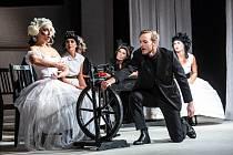 Erben inspiruje i dnes. Na snímku představení Kytice Klicperova divadla v Hradci Králové.