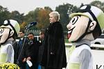 Slavnostní zahájení 125. Velké pardubické. Státní hymnu zapěla Eva Urbanová.