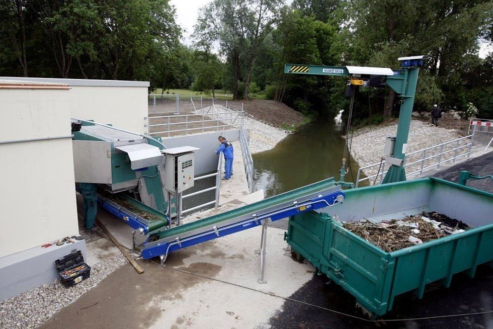 Nová čerpací stanice má zajistit, aby voda neohrožovala oblast kolem důležitého potoka