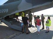 Hasiči z Holic asistovali i na leteckém dnu - pomáhali postiženým