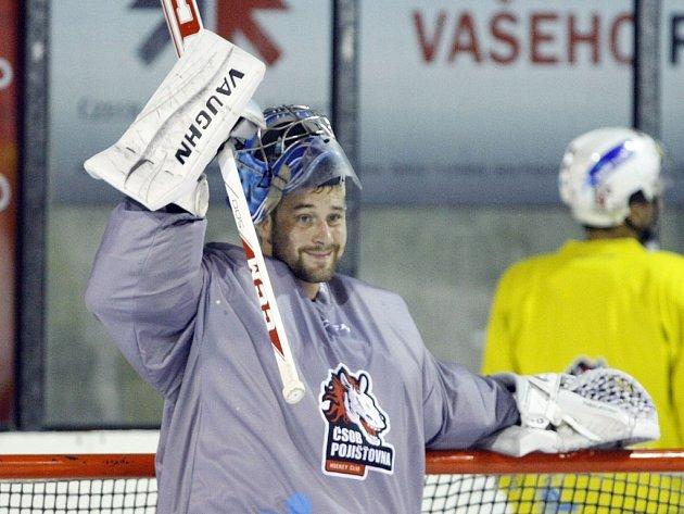 SLOVENSKÝ KRÁL. Pardubice v Linköpingu sice prohrály, ale Tomáš Halász podal neuvěřitelný výkon, ze 39 střel pustil za záda jenom dvě. Chytal fantasticky!
