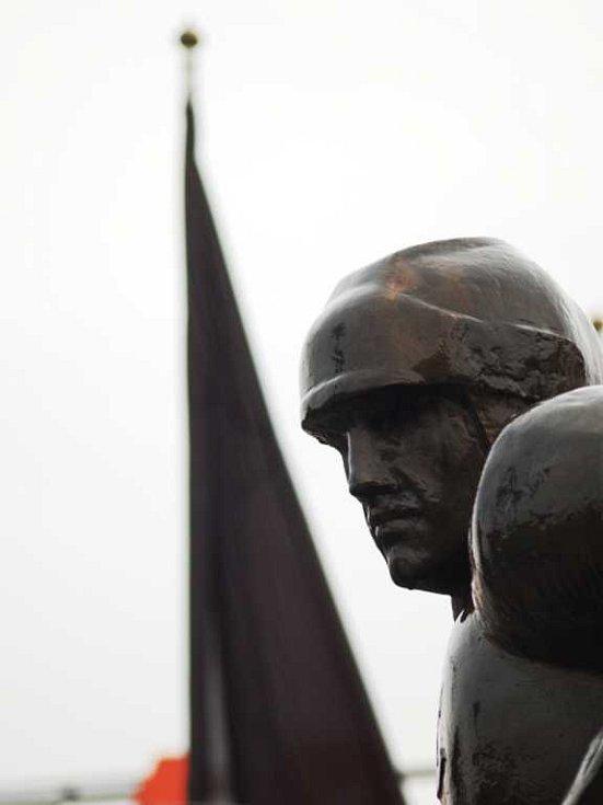 Snad i samotná bronzová socha zaplakala nad zmařeným životem mladého obránce