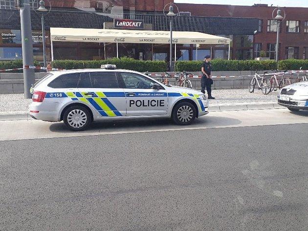 Místo nálezu upardubického hlavního nádraží policie ohradila a čeká se na pyrotechnika.