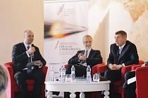 PARDUBICKÝ POSLANEC Martin Kolovratník (vlevo) a ministr  Andrej Babiš se včera setkali na konferenci v Pardubicích.