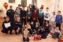 Hasiči z SDH Lipoltice darovali dětem z Dětského domov v Pardubicích návštěvu aquacentra.
