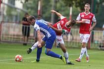 Utkání Fobalové národní ligy mezi FK Pardubice (ve červenobílém) a FC Sellier & Bellot Vlašim ( v modrobílém) na hřišti pod Vinicí v Pardubicích.