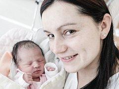 Sofie Morongová se narodila 14. ledna ve 23.21 hodin. Vážila 2940 gramů a měřila 48 centimetrů. Maminku Ivetu u porodu podpořil tatínek Patrik. Rodina je z Pardubic.