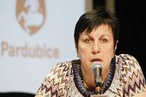 V pardubickém Divadle 29 diskutovala primátorka města Štěpánka Fraňková o evropských dotacích.