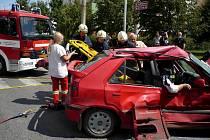 U dopravní nehody strážníci poskytovali první pomoc zraněné spolujezdkyni