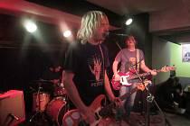 Pardubické punkrockové skupiny společnými silami vydávají novou desku Jsme paka.