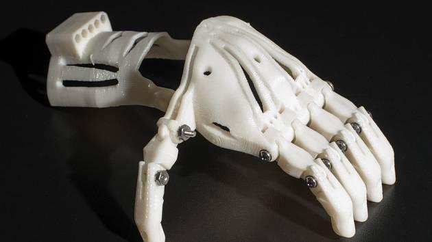 Nově vyvíjená protéza a rehabilitační pomůcka.