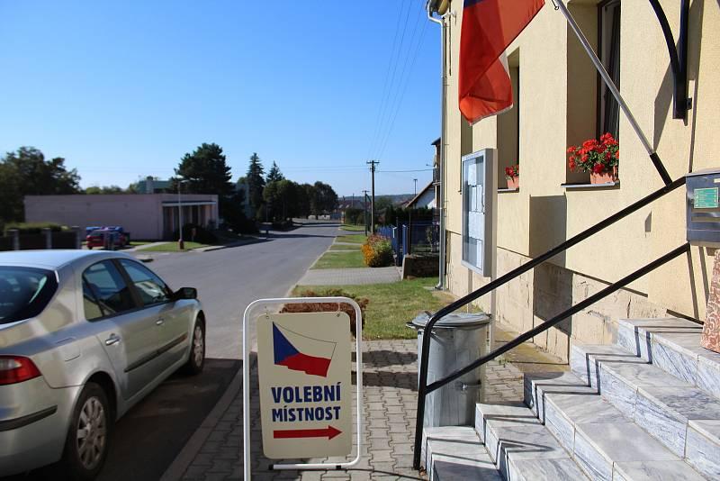 Volby v obci Chýšť. Při posledních volbách se Chýšť  pyšnila výjimečnými výsledky letos řeší Pražáky