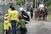 Na oslavách se předvedla i nově opravená koňská stříkačka