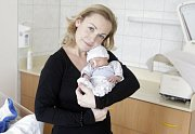 MATĚJ ČECHLOVSKÝ se narodil 15. března v 11 hodin a 1 minutu. Vážil 2160 gramů a měřil 43 centimetrů. Maminku Michaelu podpořil při porodu tatínek Ondřej. Bydlí v Chrudimi a doma na ně čeká tříletý Ondra.