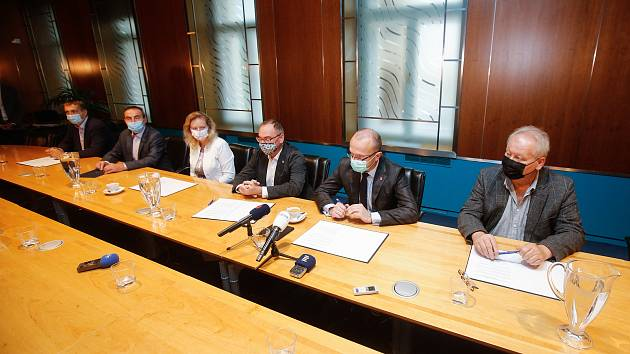 Podpis Memoranda o politickém uspořádání Pardubického kraje 2020 - 2024.