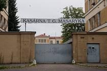 Vstupní brána bývalých kasáren T.G. Masaryka na Zborovském náměstí v Pardubicích.