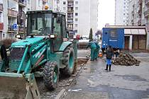 Polabinské sídliště Sever se v pátek odpoledne kvůli prasklé trubce ocitlo bez vody.