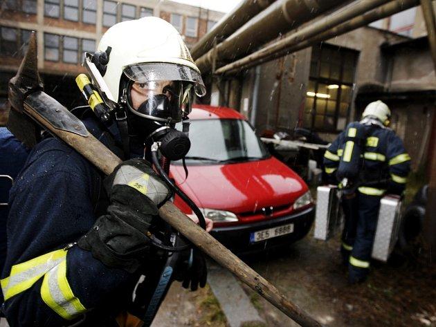 Areál bývalé Tesly slouží například hasičům jako cvičiště.