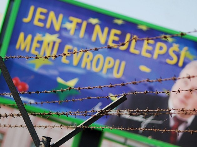 Jen ti nejlepší mění Evropu. V podání komunistické strany tato věta vyvolává i vzpomínky na ostnaté dráty na hranicích v časech nedávno minulých..