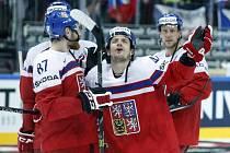 Pomoc shůry? Petr Koukal vyzývá nebesa, aby Česku proti Kanadě pomohla.