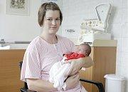PAVLÍNA LORENCOVÁ se narodila 5. července v 0 hodin a 33 minut. Měřila 49 centimetrů a vážila 3480 gramů. Maminku Kateřinu podpořil u porodu tatínek František. Bydlí v Úhřeticích a doma na ně čeká dvouletý Tomáš.