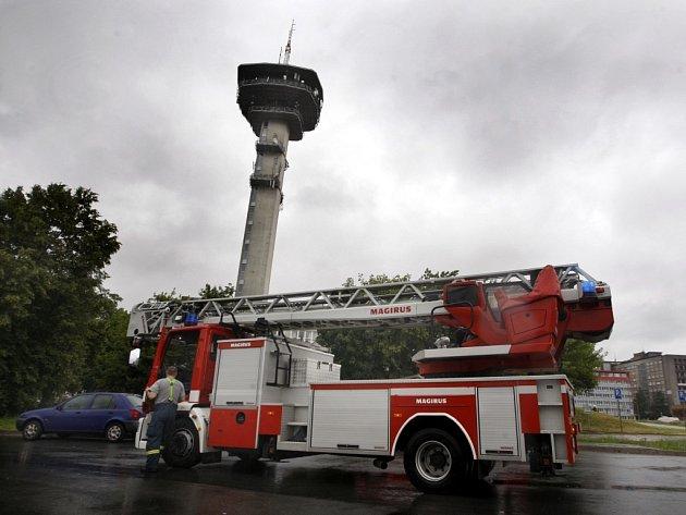 Falešný požární poplach svolal hasiče doopravdy.