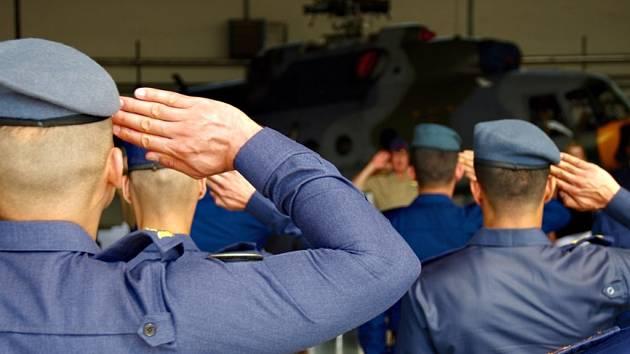 Iráčtí piloti v Pardubicích ukončili svůj výcvik.