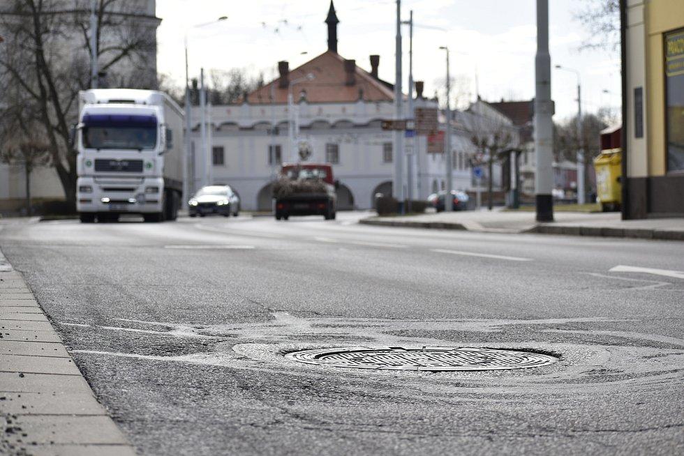 Přes lázeňské město si zkracují cestu tisíce kamionů denně.