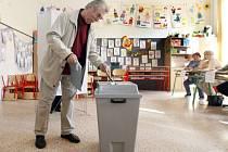 Krajské a senátní volby 2016 v základní škole Bratranců Veverkových v Pardubicích.