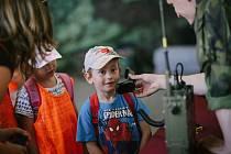 Pardubická kasárna se v pátek otevřela civilistům. Cestu za vojáky si našly hlavně děti.