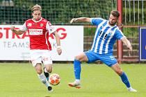 Utkání fobalové FORTUNA:NÁRODNÍ LIGY mezi FK Pardubice (ve červenobílém) a MFK Vítkovice na hřišti pod Vinicí v Pardubicích.