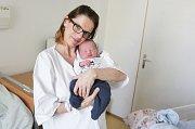 JAN NAVRÁTIL se narodil 7. února ve 3 hodiny a 15 minut. Vážil 3660 gramů a měřil 50 centimetrů. Maminku Lenku podpořil u porodu tatínek Lukáš. Doma v Pardubicích čeká na malého Honzíka čtyřapůlletá Adélka.