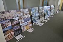 Panely se stavbami přihlášenými do soutěže Stavba roku.
