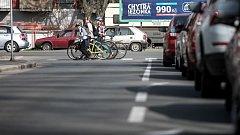 Pardubice město cyklistů. V dnešních dnech doslova. Rekonstrukce silnice u Dražkovic žene auta od Chrudimi přes centrum Pardubic. A kolony se tvoří ještě před samotným jádrem města každý den.