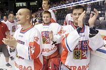 Česká reprezentace porazila v Pardubicích USA 3:2 a získala tak historicky první titul ze šampionátu organizace IIHF.
