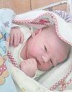VÍTEK MÁVR se narodil 21. února ve 4 hodiny a 56 minut. Měřil 51 centimetrů a vážil 3790 gramů. Maminku Martinu podpořil u porodu tatínek Václav. Doma v Pardubicích na nového sourozence čeká osmiletá Adriana.