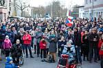 Několik set lidí se v neděli odpoledne sešlo v Pardubicích v Automatických mlýnech na akci Společně roztočíme mlýny, která se konala pod záštitou Milionu chvilek pro demokracii.
