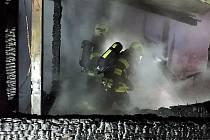 Brzo ráno hořela prázdná chatka v Sezemicích