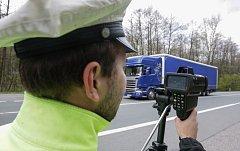 Poslali na řidiče policisty s radary.