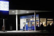 U benzínky v Černé za Bory se ve středu večer střílelo. Pokus o přepadení však pachteli nevyšel, čerpadlář se bránil a dokonce pachateli varovnými výstřely do vzduchu zabránil v útěku.
