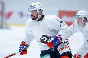 Útočník Tomáš Rolinek na tréninku HC Dynamo Pardubice.