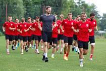 Fotbalisté FK Pardubice při prvním tréninku před novou sezonou na stadionu Pod Vinicí.