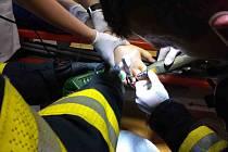 Lékaři z Pardubické nemocnice si v úterý 26. října zavolali na pomoc hasiče. S nadsázkou se dá říci, že hasiči v nemocnici operovali.