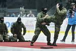 Pardubické hokejisty při utkání 48. kola Tipsport extraligy v ledním hokeji mezi HC Dynamo Pardubice a PSG Berani Zlín na ledové ploše v pardudubické ČSOB pojišťovna ARENĚ vystřídali vojáci. Prezentovali Armádu České republiky a službu v Aktivní záloze oz