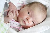 Adéla Barešová se narodila 23. září ve 21:10 hodin. Měřila 49 centimetrů a vážila 3270 gramů. Maminku Dominiku u porodu podpořil tatínek Michal, oba už se těší domů do Hostovic.