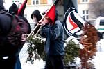 Policistům se dav anarchistů podařilo zklidnit až po vytlačení z náměstí na třídu Míru