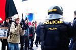 Pardubice 21. února. Anarchisté chtěli demonstrovat proti násilí. Místo toho však sami vyprovokovali policejní zásah.